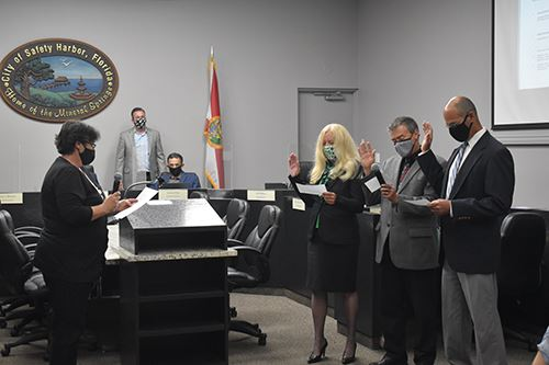 City Clerk swears in three City Commissioners for their new term